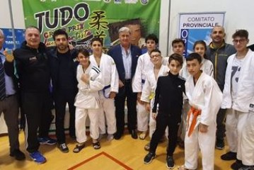 Pino Maddaloni e Antonio Ciano presenziano il Nono Memoriale Pasquale Iavazzo